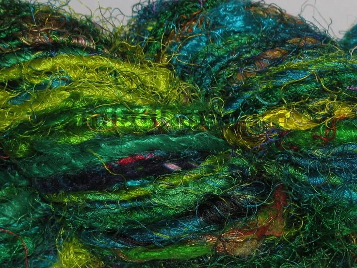 sari silk yarn in color 'verde'. dominant colors are: yellow-green, dark green, banana green, very green, blue-green, turqoise. / szári selyem fonal verde színben. meghatározó színei a sárgás zöld, banán zöld, sötét zöld, nagyon zöld, kékes zöld és a türkiz.