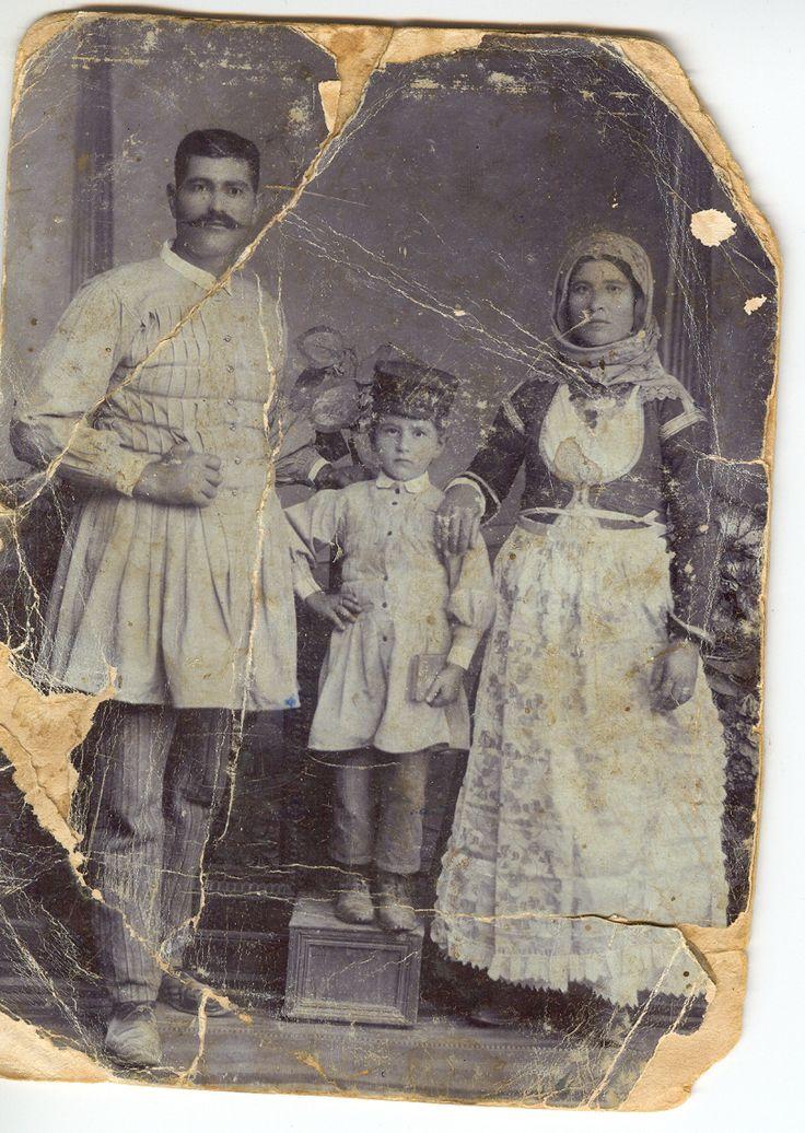 Μέγαρα 1910: Οικογένεια Κώστα Μπερδελή