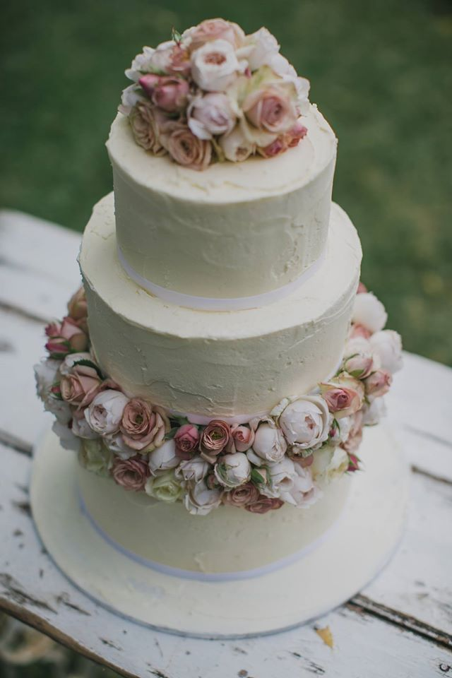 Vintage Bride ~ Cake by Blooms by Bethan [bloomsbybethan.com] ~ [vintagebridemag.com.au] ~ #vintagebride #vintagewedding