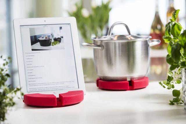 Uchwyt na tablet/podkładka pod gorące naczynia, czerwony Sagaform