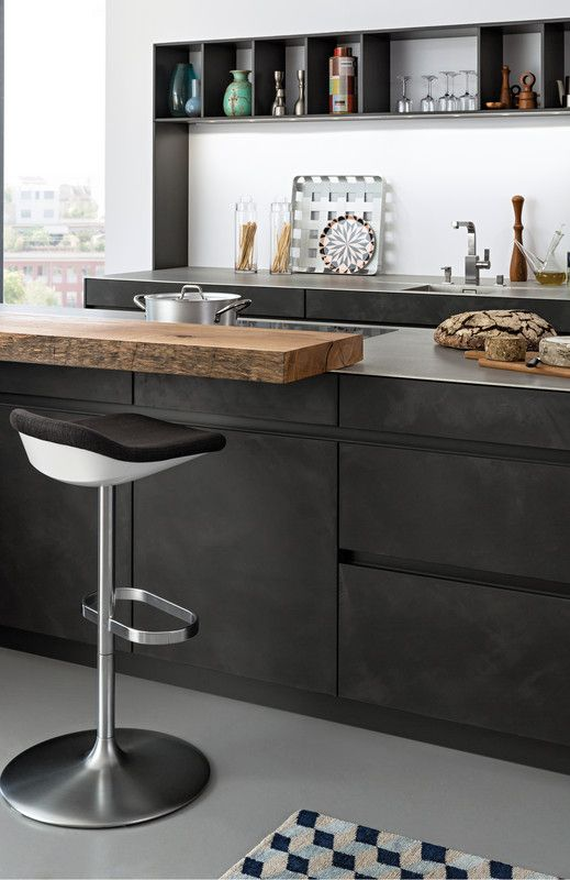 Lacquer › Handle-less kitchens › Kitchen › Kitchen | LEICHT – Modern kitchen design for contemporary living 世界知名品牌LEICHT廚具新的色系,深色混泥土材質帶出更濃厚工業氣息,而型式卻仍是一貫的極簡與後現代,配上原木小吧台面,俐落卻不失溫潤色調。