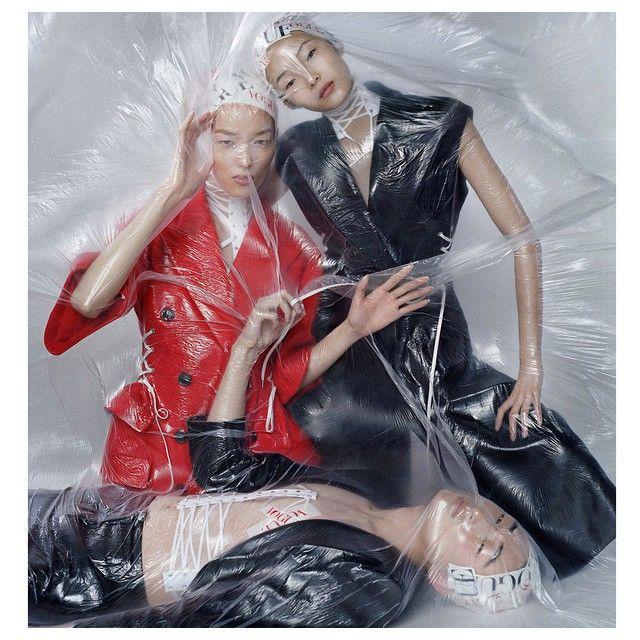 Vogue China December 2014 : Xiao Wen Ju & Fei Fei Sun by Tim Walker - Page 3 - the Fashion Spot