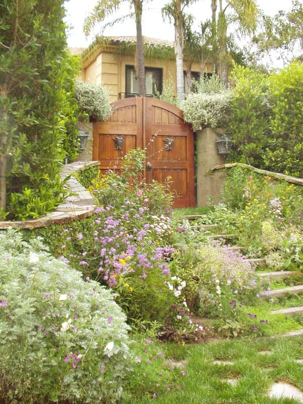 wooden driveway gate hardware woodworking projects plans. Black Bedroom Furniture Sets. Home Design Ideas