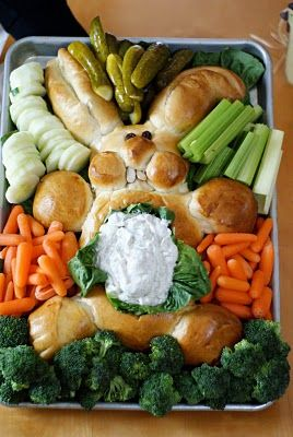 veggie tray - for easter ((SO CUTE! My daughter and I are going to make this bunny tomorrow for  our family's Easter Dinner Sunday!))