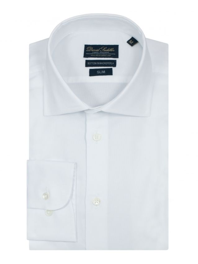 The white shirt Firenze for men is the perfect garment for those who cannot renounce to classic style, with a mark of excellence.