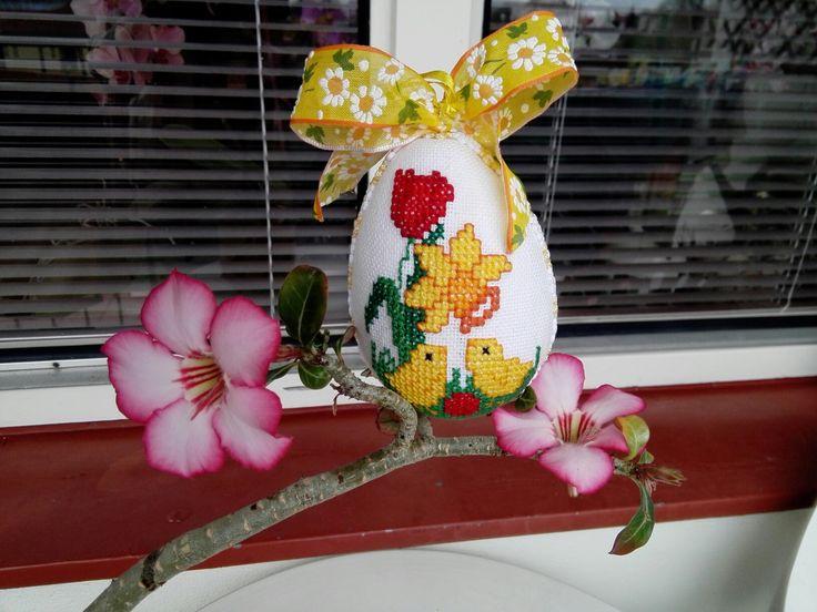 Velikonoční vajíčko s kuřátky - křížková výšivka