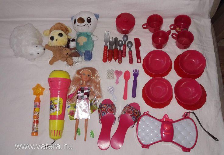 Kislány játékcsomag Étkészlet, Barbie világító kistáska, jelmezcipő, mikrofon, plüssök, baba, tündér - 1500 Ft - Nézd meg Te is Vaterán - Vegyes játékcsomag - http://www.vatera.hu/item/view/?cod=2593508870