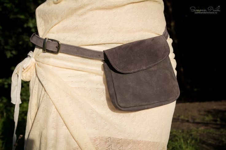 Smooth Tusker with Lid - The ideal fashion bumbag for festivals and traveling. Handmade from genuine leather. #kamabag #kamaloveon #designer #gray 30€