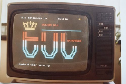 Viditel was a Dutch videotex standard, launched in 1980. With a special vidimodem and a homecomputer, you reached out in the world in teletext style. There were about 30,000 users