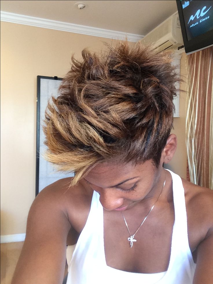 Short cut texture pixie Mohawk color blonde mica brown edgy fun razor cut hair stylist lakeishamichelle.com book online Los Angeles California private suite