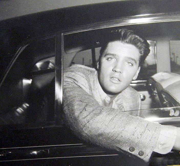 Pin On Elvis Presley ♛ Photos With Info