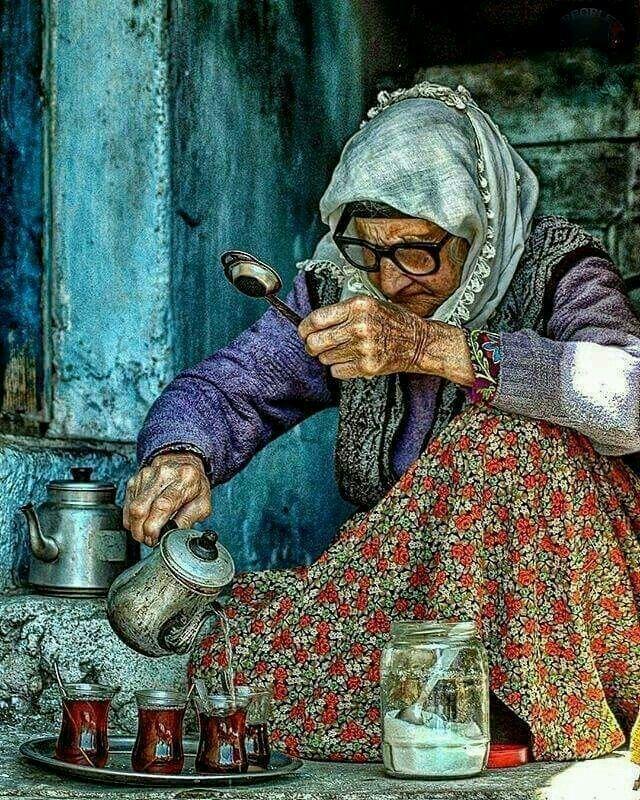 Çay içmek ten maksat bir demde muhabbet etmektir. Dost ile muhabbet edip gönlü demlemektir.