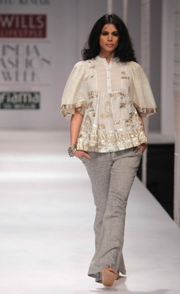 """Wills Lifestyle India Fashion Week SS 2010"" Day 2 by Ritu Kumar #Fashion #WillsLifestyle"