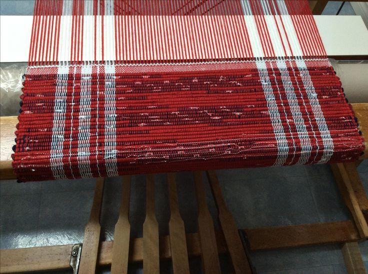 Napperon monté en orlec 2/8 rouge ombré et tissé en bande de Tissus pour catalogne bleu, Blanc, rouge.