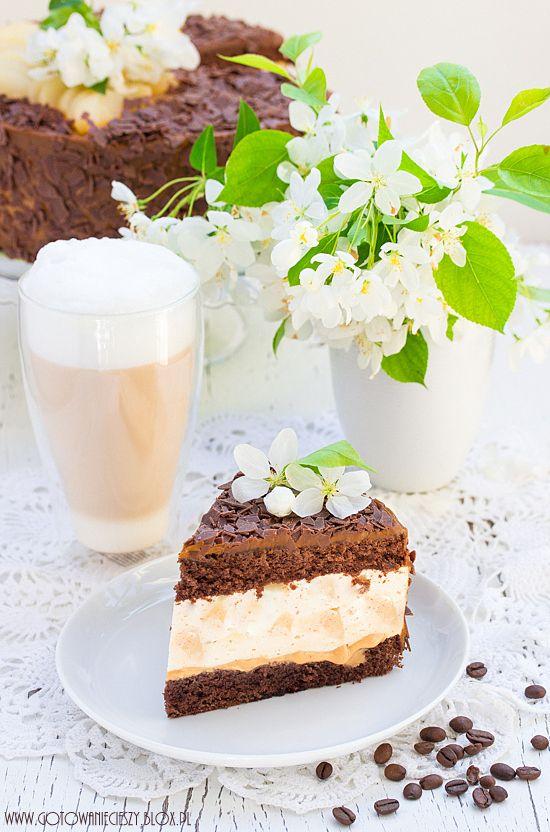 Dziś przepis dla wszystkich wielbicieli słodkości i absolutny #must make# dla wielbicieli gruszek i masy kajmakowej. Tort jest pyszny, robi się go dość