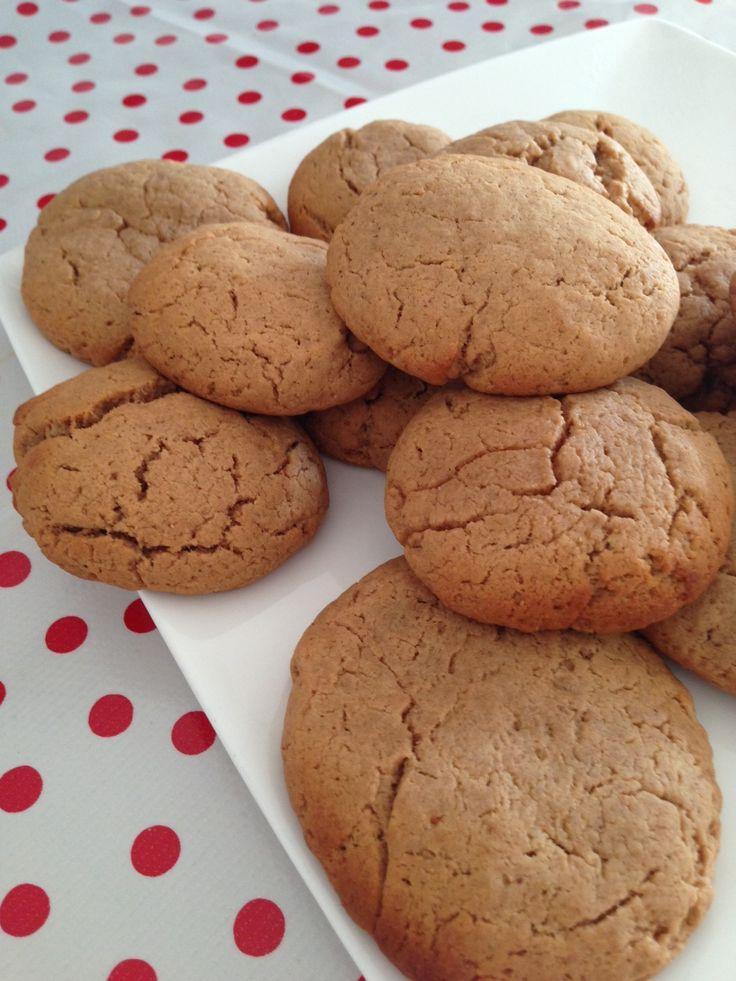 Pindakaaskoekjes van Amber Albarda; zonder suiker, zonder ei of melk, zonder tarwe.