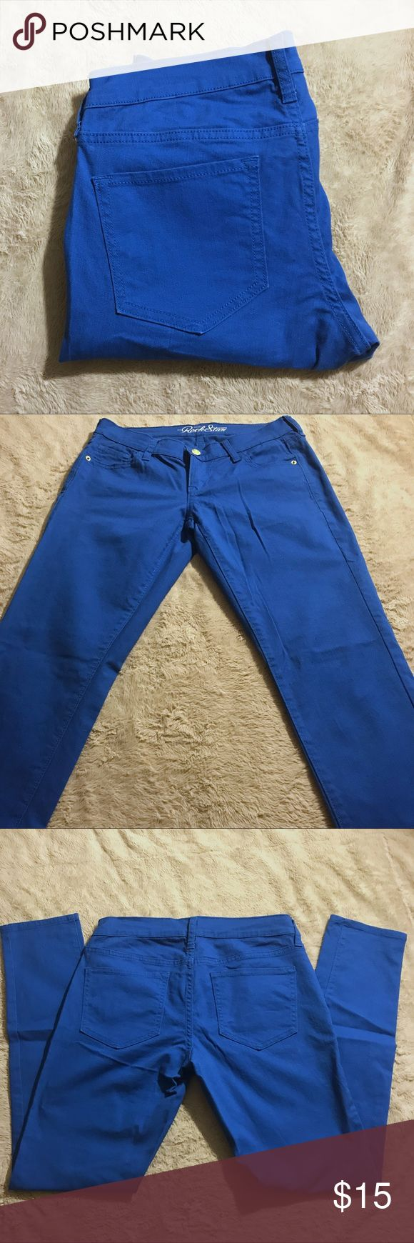 Old Navy Blue Rockstar Jeans size 6 Blue skinnies! Be bold in these bright blue jeans. Pre-owned with no flaws.   Waist: 14.5 in flat Inseam: 29 in Rise: 7.5 in Cuff: 5.5 in flat Measurements are approximate; please allow for human error!  Smoke-free home. Offers welcome! T Old Navy Jeans Skinny