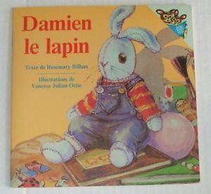 31997000837609 Damien le lapin. Damien est le lapin d'Elsa. Il a toujours vécu dans cette famille. Le jour de son anniversaire, Elsa reçoit une poupée et un hibou en peluche. Damien aimerait que les nouveaux jouets ne prennent pas sa place.