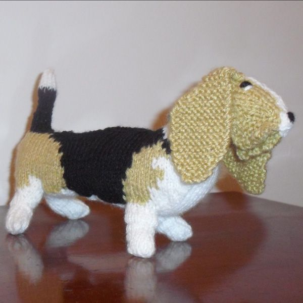 Jane's Bassett Hound. Pattern can be found in the Best in Show: Knit your own series. #knitting #knityourowndog