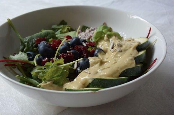Salade met freekeh en de állerlekkerste romige & gezonde dressing ooit