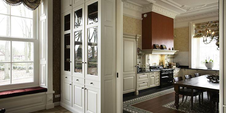 ... keuken en interieurkeuken in herenhuiskeuken met schuifdeurenkeuken