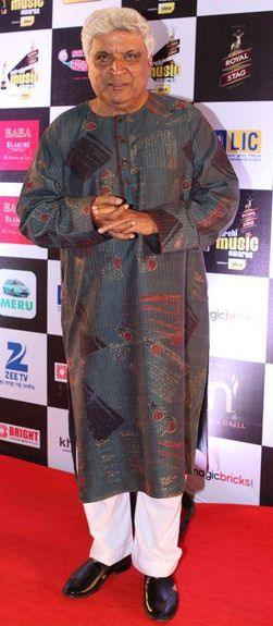 #FamousPoet, #lyricist and #scriptwriter #JavedAkhtar was felicitated with the #LifetimeAchievementAward
