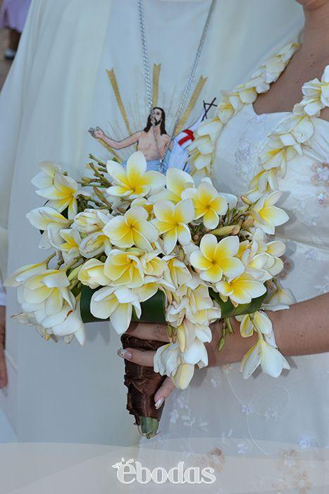 Incorpora las flores de mayo a tu boda en la playa.