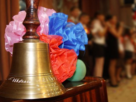 Что подарить выпускнику? Какие подарки порадуют детей на последний звонок? Полезная статья о выборе подарков на выпускной и последний звонок.