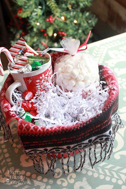 items for hot chocolate lovers gift basket | Warm & Cozy Chocolate Gift Basket {DIY Gift Link Party}