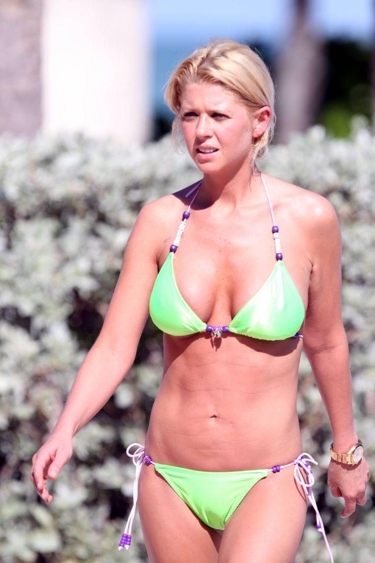 aAfkjfp01fo1i-31067/loc826/76806_Celebutopia-Tara_Reid_with_green_bikini_on_the_beach_in_Miami-30_122_826lo.jpg