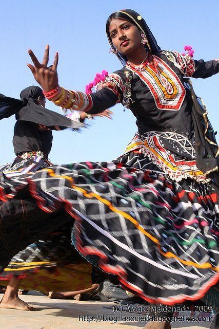 Gitana rajastaní bailando by Sociedad Geográfica de las Indias, via Flickr: