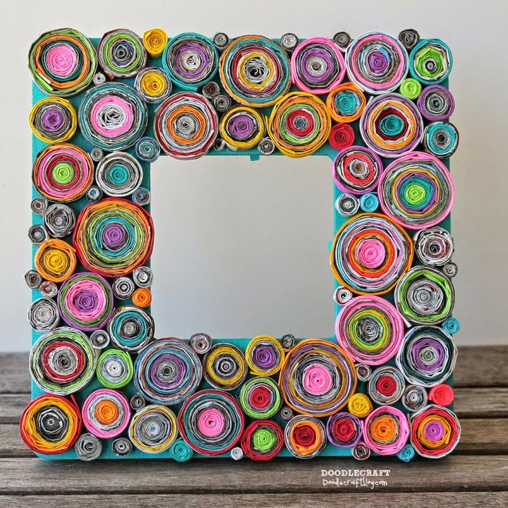 Una Bruja Piruja: photo frame with old magazine strips....what a wonderful/colorful way to recycle!!  WANT TO DO THIS!!!