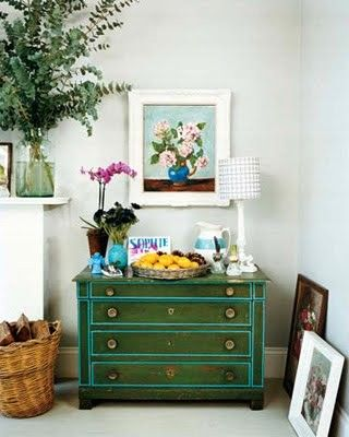 perhaps a diy?: Paintings Furniture, Colors Combos, Paintings Chest, Emeralds Green, Paintings Dressers, Interiors Design, Colors Combinations, Green Dressers, Chest Of Drawers