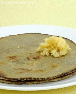 Rotlas are made with bajra, jowar or nachni flour, and combine very well with ghee.