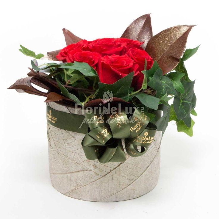 Aranjament floral trandafiri criogenati, trandafiri conservati, trandafiri nemuritori sau eterni - un cadou inedit si special, un aranjament decorativ perfect pentru acasa sau la birou, creat din trandafiri rosii naturali care rezista pana la 25 de ani, fara udare! %DISCOUNT% -66 RON! Comanda: https://www.floridelux.ro/aranjament-floral-trandafiri-criogenati.html