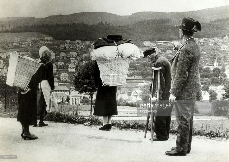 The Sudetenland crisis, pic: 17th September 1938, After disturbances in the German-Sudeten districts many refugees, like these, crossed the border into Germany proper, The Sudetenland, the Czechoslovakia border regions, were ceded to Germany after the Munich agreement of 1938, but with German forces occupying the Sudetenland it was only a short time before all of the Czech state fell under Nazi rule.