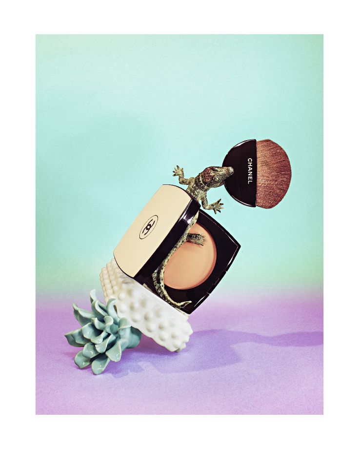 pacomatic chanel makeup compact - poudre chanel set design - style live
