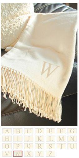 Monogrammed throw blanket: Cute xmas gift ideas!