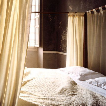 Le chambre. A restored old French house