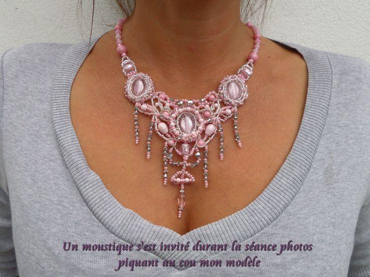 Collier plastron créateur baroque rose camaïeu en broderie de perles : Collier par bijouxdart