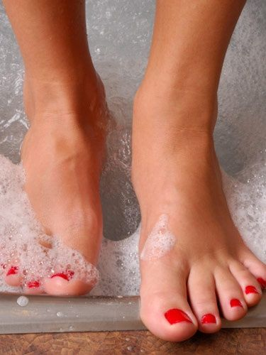 9 Best Pedicure Tips :Before putting the varnish on, try to wipe your toenails with the remover because nails need to be dry.