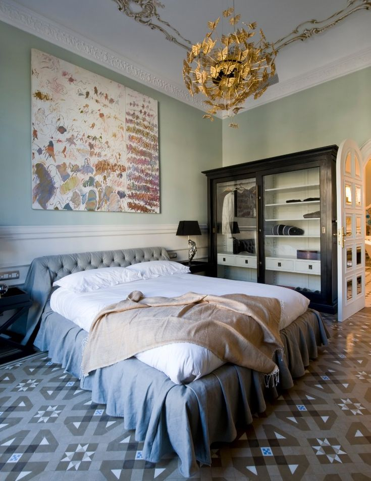 Gorgeous bedroom chandelier for modern master bedrooms   www.masterbedroomideas.eu #interiordesign #bedroomideas #bedroomdesign #modernbedroom