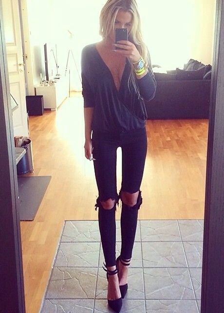 How to dress up ripped jeans, the shirt is a bit too open for my taste though: Ripped Jeans, Style, All Black, Winter Going Out Outfit, Going Out Outfits, Night Outfit, Sexy Going Out Outfit, Fall Outfit