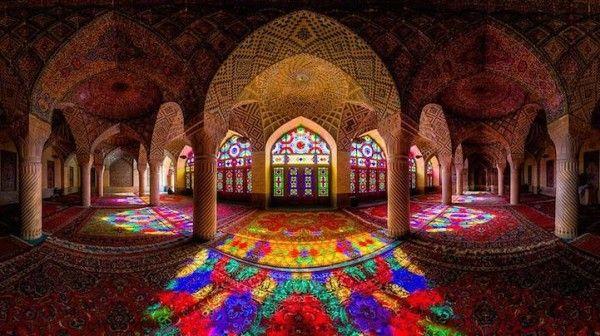 İran'daki Rengarenk Nasır el-Mülk Camii