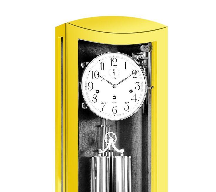 Niepowtarzalna seria zegarów wiszących w żółtej obudowie z sygnowanym mechanizmem niemieckiej firmy Kieninger.