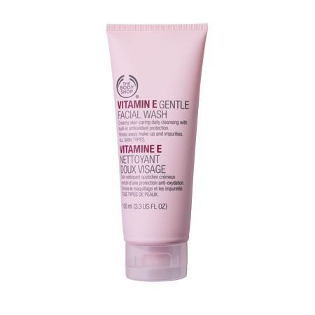 The Body Shop VITAMIN E GENTLE FACIAL WASH 100ML A gentle facial wash that lathers on the skin to leave it feeling clean, soft and refreshed. • Wheatgerm oil, one of nature's richest resouces of Vitamin E, moisturises, nourishes and helps to condition the skin. • Vitamin E helps to condition and protect of skin • Cleans the skin without drying it out