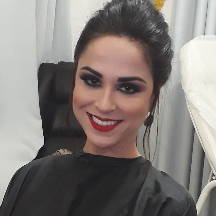 Lacre 💋 #makeup #profissional #espacojanas #maquiagem #smokeyeyes #eyesbrow #naked2 #catharinehill #batombruna #inglot #mac #tracta #toofaced #covergirl #loreal #revlon