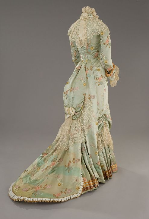 1870's Silhouette: back fullness - Bows - Lace - Floral pattern
