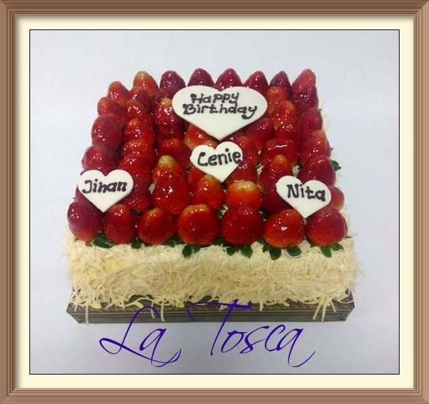 Cheddar Cheese Taart with special request adding more full strawberry on top as a garnish