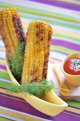 Faites cuir un épi de maïs sans ôter la feuille en le laissant 4 minutes à puissance max. C'est un super accompagnement ou casse-croûte !